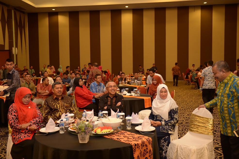 Gubri Hadiri Makan Malam Bersama, Seminar Outlook Ekonomi Riau 2017