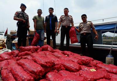 Digagalkan Polda Riau, Upah Penyelundup Bawang Merah Asal Malaysia Rp 6 Juta Sekali Antar