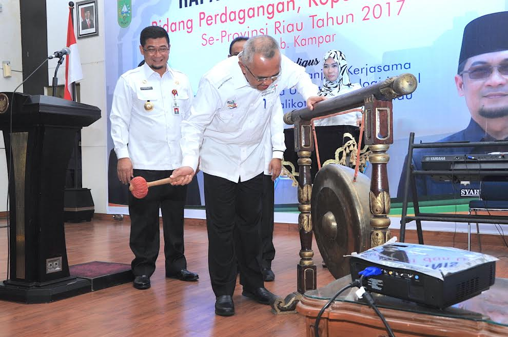 Gubri Buka Rakornis Bidang Perdagangan, Koperasi dan UKM se-Riau