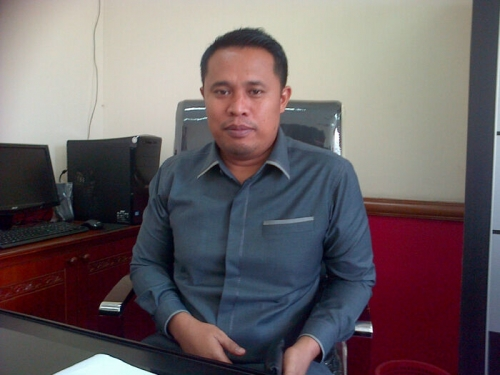 Hentikan, Proyek Lapangan Tenis DPRD Riau