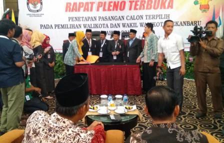 Akhirnya Firdaus - Ayat Ditetapkan Sebagai Walikota dan Wakil Walikota Pekanbaru 2017-2022