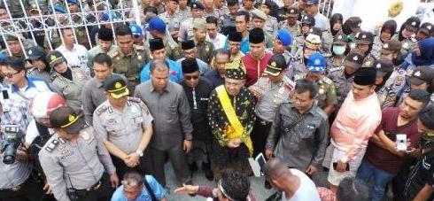 Suku Sakai Tolak Janji Gubernur Riau